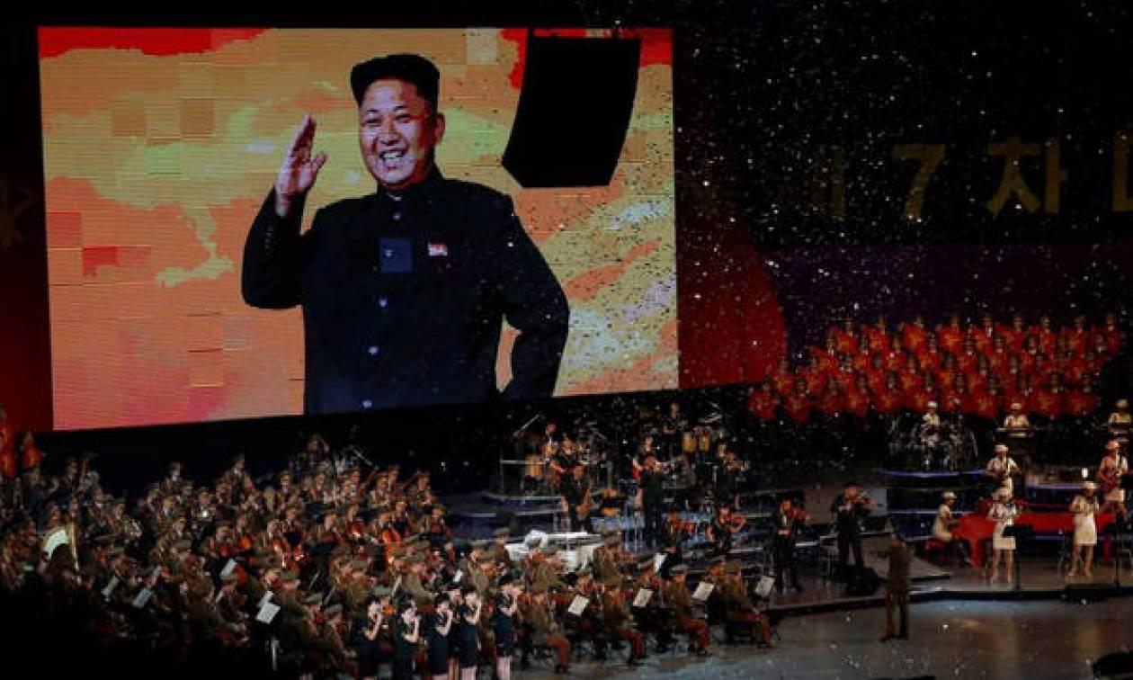 O Κιμ Γιονγκ - Ουν, ο ανώτατος ηγέτης της Β. Κορέας, σε συναυλία των K-pop και Red Velvet