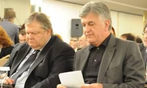 Μεγαλοπρεπές άδειασμα από Πετσάλνικο στον Βενιζέλο για το νόμο ευθύνης υπουργών
