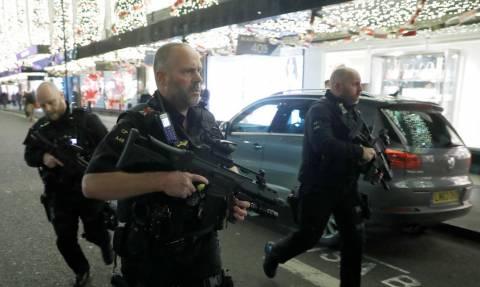 Ο τρόμος απλώνεται στο Λονδίνο: Άγρια φονικά με μαχαίρια συγκλονίζουν τη Βρετανία