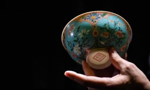 «Μην σου πέσει απ' τα χέρια!»: Μπολ 300 ετών πωλήθηκε στην εξωφρενική τιμή των 25 εκατ. ευρώ (Pics)