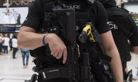 Βία δίχως τέλος στο Λονδίνο: Νεκρή 17χρονη που βρέθηκε ανάμεσα στα πυρά συμμοριών