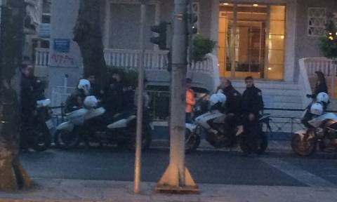 Επιχείρηση της ΕΛ.ΑΣ. για τον εντοπισμό μελών του Ρουβίκωνα μετά την επίθεση στο τουρκικό προξενείο