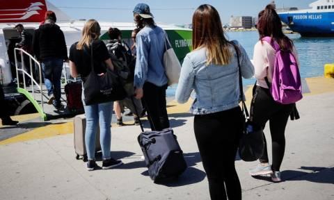 Πάσχα: Κύμα φυγής από την Αθήνα - «Βουλιάζουν» τα λιμάνια - Ποιοι δικαιούνται έκπτωση στα εισιτήρια