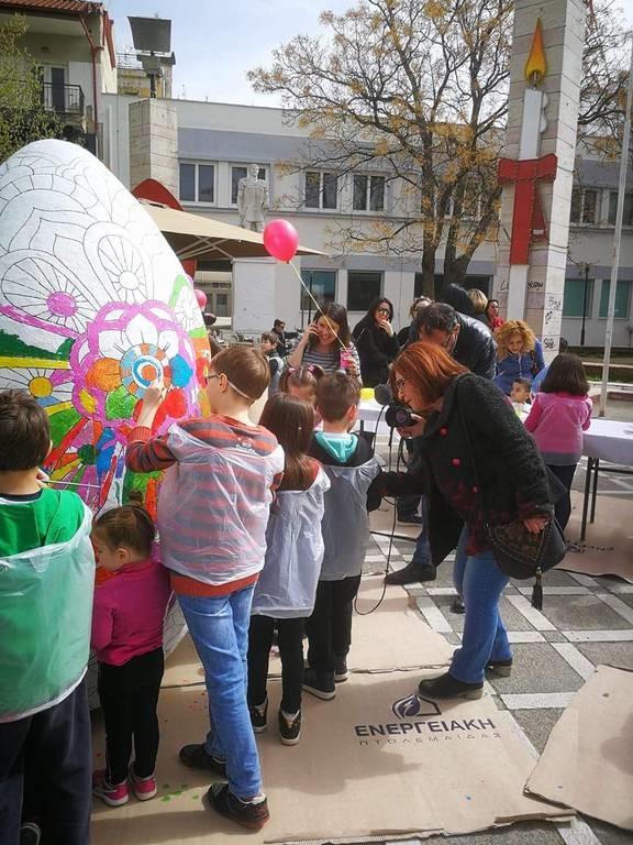 Πάσχα 2018: Αυτό είναι το μεγαλύτερο πασχαλινό αυγό - Δείτε πού το έφτιαξαν (pics)