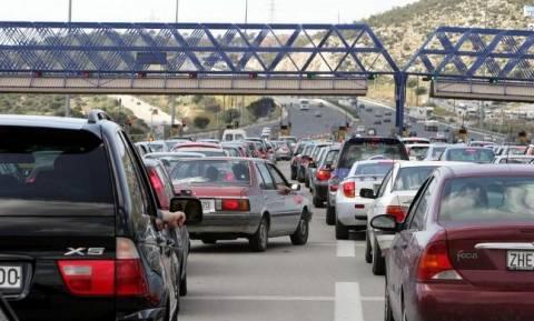 Αδειάζει η Αθήνα: Αυξημένη κίνηση σε λιμάνια, αεροδρόμια και εθνικές οδούς