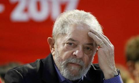 Πολιτικό θρίλερ στη Βραζιλία: Χιλιάδες οπαδοί του Λούλα περικύκλωσαν το κτήριο που «κρύβεται»