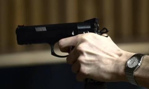 ΣΟΚ: Βουλευτής τράβηξε πιστόλι σε εστιατόριο!