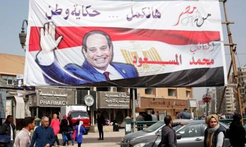 «Xούντα» στην Αίγυπτο: Συνέλαβαν δημοσιογράφους γιατί αναδημοσίευσαν άρθρο των New York Times