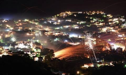 Πάσχα 2018 - Χίος: Εντυπωσιακός και στα μέτρα του ο φετινός ρουκετοπόλεμος (vid)