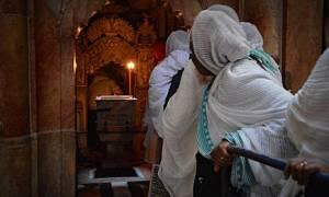 Αγιοταφίτης μοναχός: Οι αλαλαγμοί των πιστών όταν βλέπουν το Άγιο Φως είναι η μεγαλύτερη ομολογία