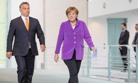Μέρκελ: Θα συνεργαστώ με τον Όρμπαν παρά τις διαφορές για τη μεταναστευτική πολιτική