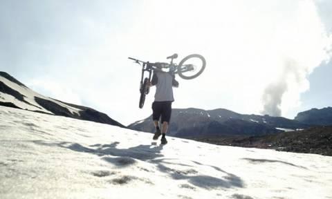 Πήγε με το ποδήλατό του εκεί που δεν έχει πάει ποτέ κανείς! (vid)