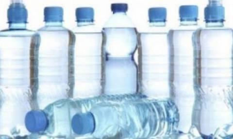 Πλαστικά μπουκάλια: Αυτός είναι ο λόγος που δεν πρέπει να τα ξαναγεμίζουμε!