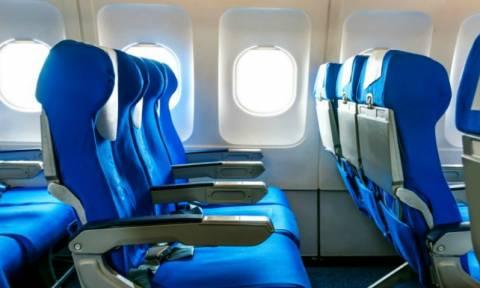 Έχετε αναρωτηθεί γιατί οι θέσεις στα αεροπλάνα είναι συνήθως μπλε;