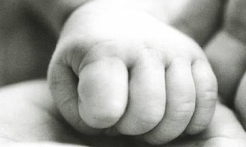 ΣΟΚ: Βρέφος βρέθηκε εγκαταλελειμμένο σε υπόνομο