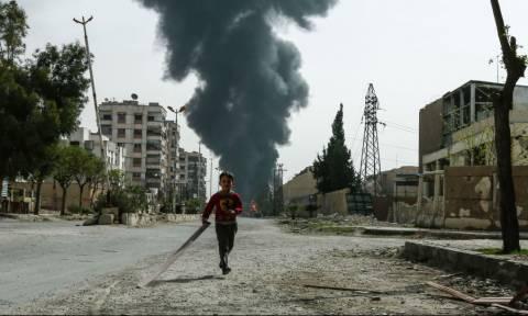 Συρία: Η σημαία της συριακής κυβέρνησης κυματίζει στη Ντούμα