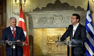 Τηλεφωνική επικοινωνία Τσίπρα-Γιλντιρίμ: Συλλυπητήρια Ερντογάν για τον Έλληνα πιλότο