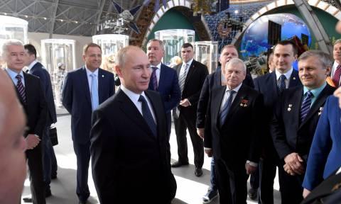Ποια Συρία; Ο Πούτιν «συνδέθηκε» με το Διαστημικό Σταθμό! (video)