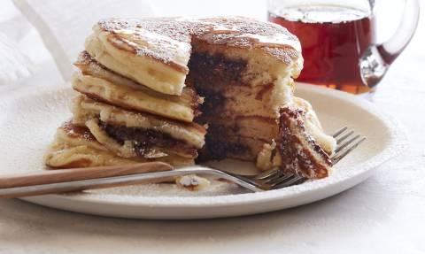 Πες αλεύρι: Καταπληκτικά Pancakes με νουτέλα για να σου φτιάξουμε τη μέρα!