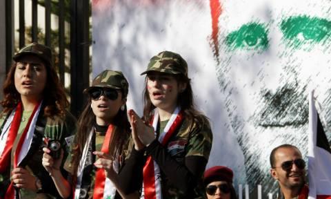 Συρία: Χορεύουν και τραγουδούν στη Δαμασκό μετά τους βομβαρδισμούς (vids+pics)