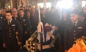 Γιώργος Μπαλταδώρος: Θρήνος στο «τελευταίο αντίο» στον ήρωα πιλότο (photos+video)