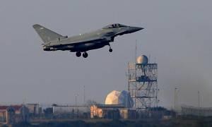 «Σκληρή» γραμμή Γιούνκερ για τους συμμαχικούς βομβαρδισμούς στην Συρία