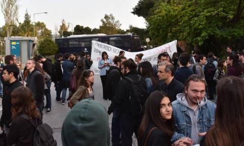 Σταματάει την απεργία πείνας και δίψας ο Βασίλης Δημάκης