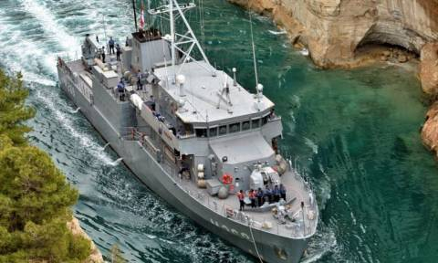 Toυρκικό πολεμικό πλοίο πέρασε από τον Ισθμό Κορίνθου: Δείτε το βίντεο – ντοκουμέντο