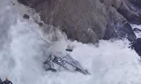 Έπεσε με το αυτοκίνητο σε γκρεμό 30 μέτρων και κατέληξε στη θάλασσα