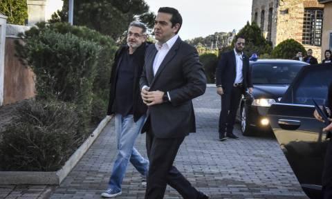Μαζί με τον αρχηγό ΓΕΕΘΑ ο Αλέξης Τσίπρας στο Καστελλόριζο