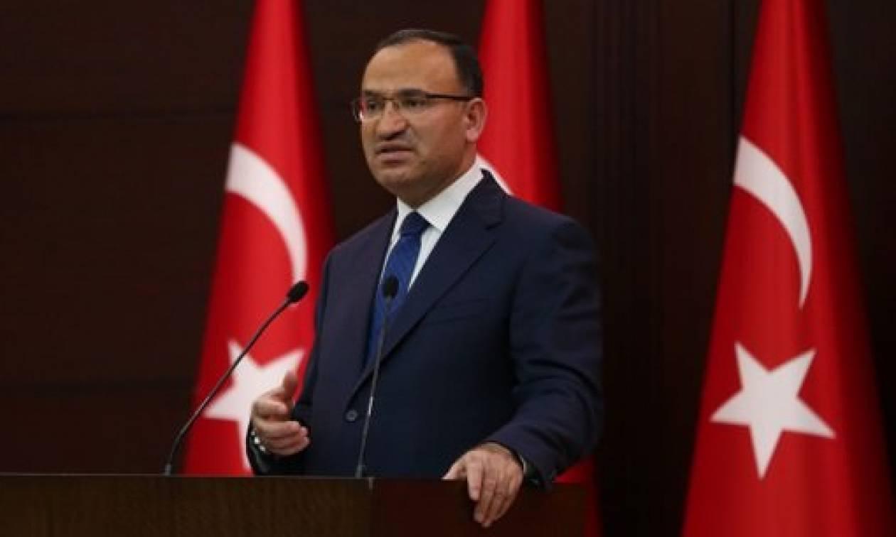 Επιμένει η Τουρκία: «Ύψωσαν τη σημαία και εμείς την κατεβάσαμε» - Νέες απειλές για τους αξιωματικούς