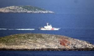 Οι Τούρκοι απειλούν να τινάξουν την ειρήνη στο Αιγαίο με βίντεο αρπαγής της ελληνικής σημαίας
