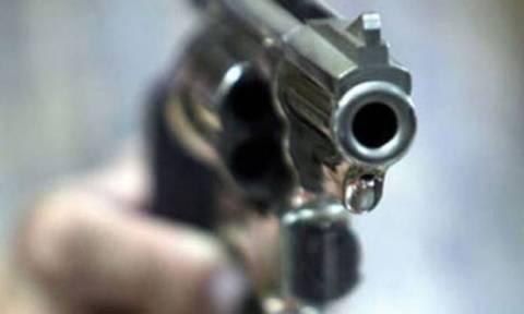 Νύχτα τρόμου με πυροβολισμούς στο Μενίδι - Ένας τραυματίας