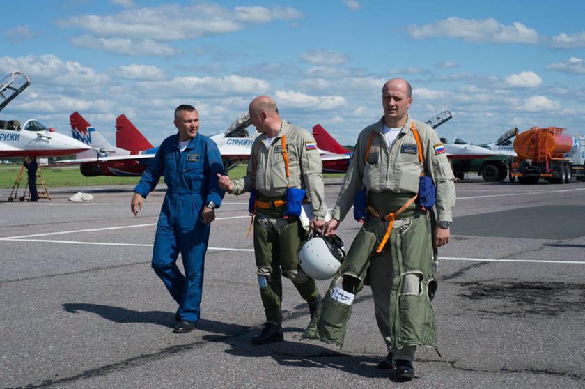 Οι Ρώσοι Ιππότες: Κόβουν την ανάσα ακροβατώντας στον αέρα - Δείτε συγκλονιστικές φωτογραφίες
