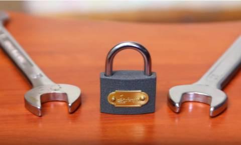 Απίστευτο κι όμως τόσο απλό! Ανοίξτε οποιοδήποτε λουκέτο χωρίς κλειδί (Vid)