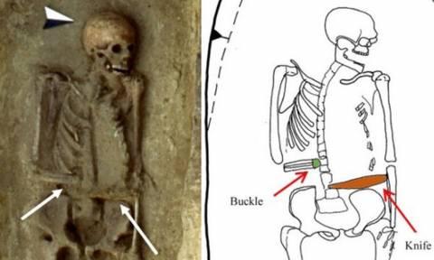 Δείτε τι βρήκαν μόλις ξέθαψαν τον σκελετό! (pic)