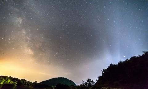 Θα γίνει η νύχτα... μέρα: Βροχή από «πεφταστέρια» της άνοιξης το βράδυ του Σαββάτου (21/04)