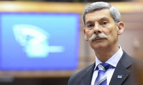 Αποχώρηση «βόμβα» από τη Χρυσή Αυγή: Ανεξαρτητοποιείται ο ευρωβουλευτής στρατηγός Συναδινός