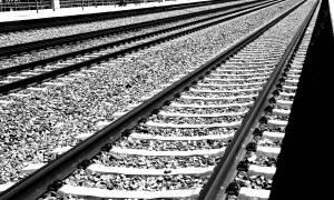 Σοκ στη Λάρισα: Ακρωτηριάστηκε και στα δύο πόδια από τρένο