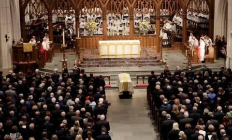 ΗΠΑ: Τέσσερις πρώην πρόεδροι και πλήθος κόσμου στο «αντίο» της Μπάρμπαρα Μπους (pics)