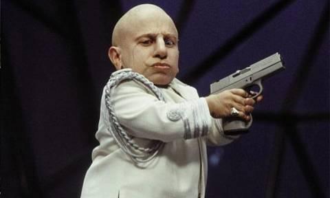 Verne Troyer: Πέθανε ο διάσημος ηθοποιός που ενσάρκωσε το ρόλο του Mini Me (Pics+Vids)