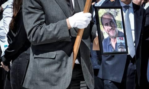 Αλέξανδρος Σταματιάδης: Θρήνος στην κηδεία του - Ράγισε καρδιές η μητέρα του (pics)