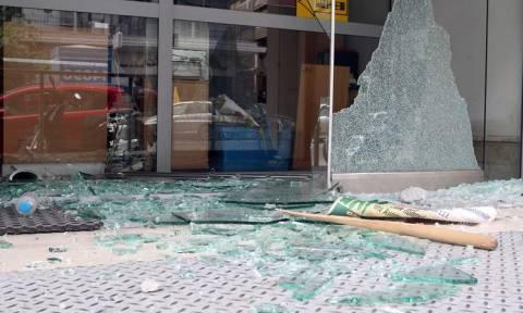 Θεσσαλονίκη: Καταστροφική μανία κατά αυτοκινήτων και καταστημάτων
