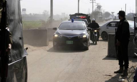Πακιστάν: Τριπλή επίθεση βομβιστών-καμικάζι με 6 αστυνομικούς νεκρούς