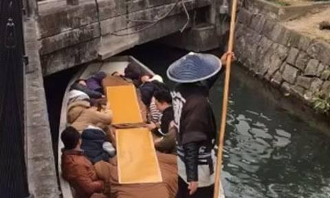 Τους τρόλαρε άσχημα: Το βίντεο με τον Ιάπωνα γονδολιέρη που έγινε viral! (vid)