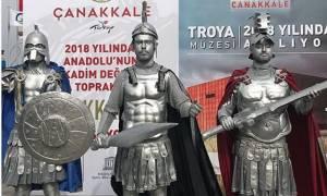 Οι Τούρκοι παραποιούν την Ιστορία: Γελοίες φωτογραφίες για το «έτος Τροίας»