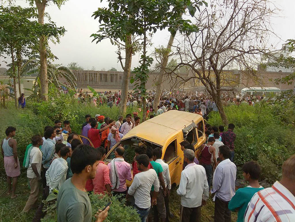 Τραγωδία στην Ινδία: Σχολικό λεωφορείο συγκρούστηκε με τρένο – Τουλάχιστον 13 παιδιά νεκρά (Vid)