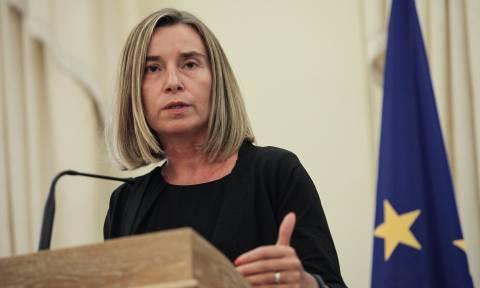Έλληνες στρατιωτικοί: «Παρακολουθούμε στενά το θέμα» λέει η Κομισιόν