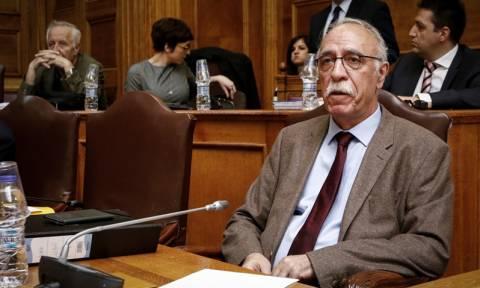 Βουλή: Καταγγελία για διακινητές προσφύγων μέσα στα hot-spot