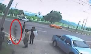 Ανατριχιαστικό βίντεο: H στιγμή που η «ψυχή» εγκαταλείπει το σώμα μιας γυναίκας έπειτα από τροχαίο;